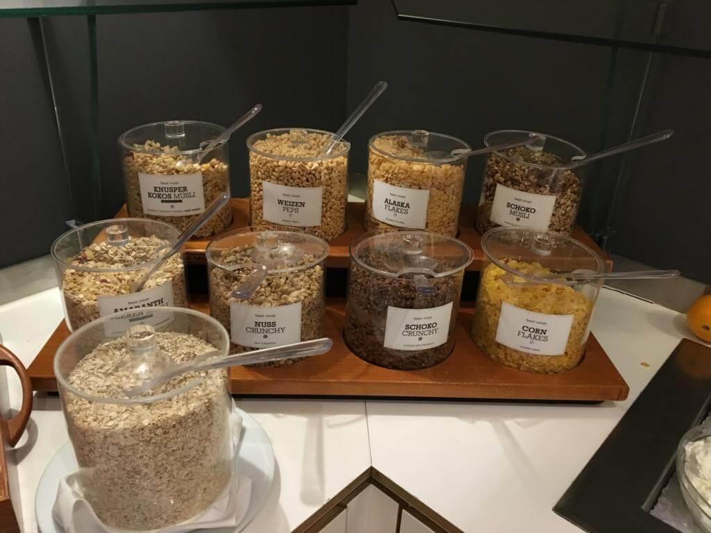 Das Müslibuffet bot eine reichhaltige Auswahl im Crowne Plaza Hannover Schweizerhof