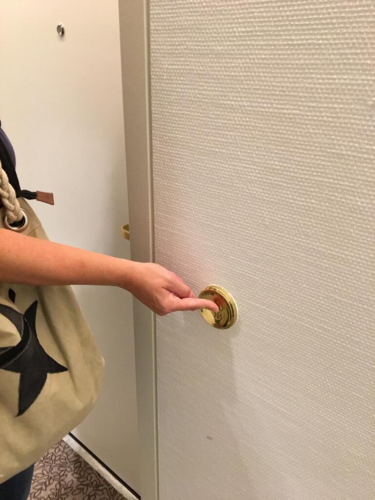 Eine eigene Klingel für das Hotelzimmer im Crowne Plaza Hannover Schweizerhof