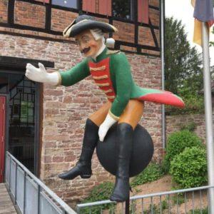 Baron Münchhausen auf der Kanonenkugel