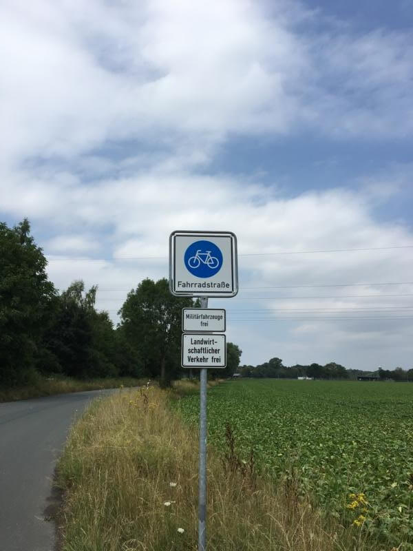 Fahrradstraße - auf dem Weser-Radweg die Autobahn der Radfahrer